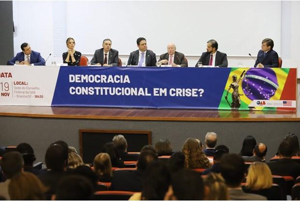 """OAB reúne ministro do STF e professor de Harvard na palestra """"Democracia constitucional em crise?"""""""